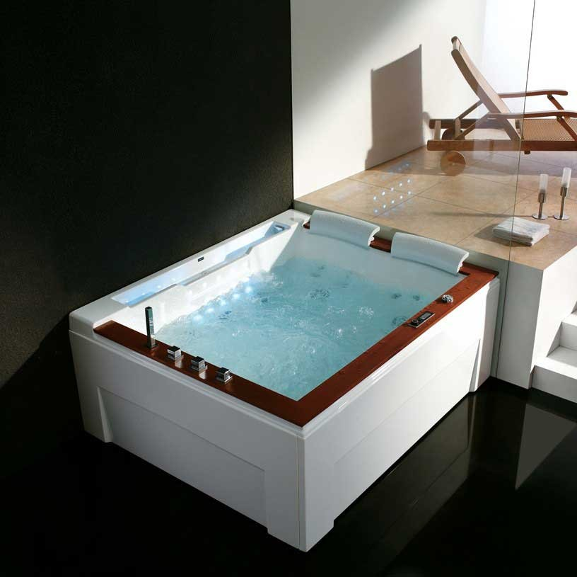 whirlpool tub. California Luxury Whirlpool Tub