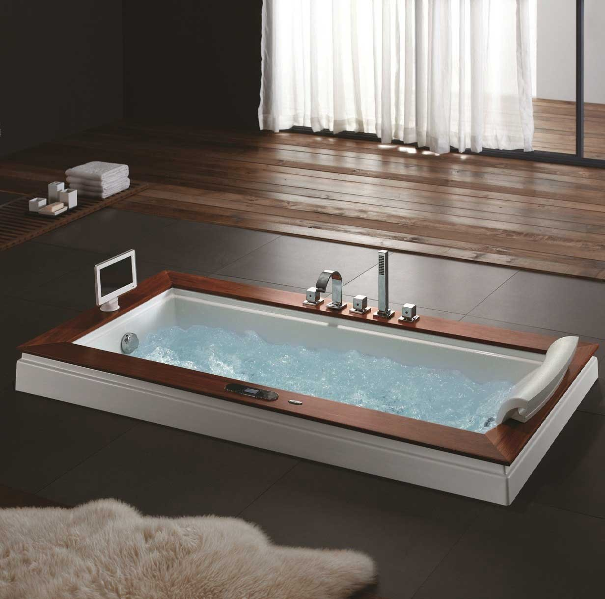 Madison whirlpool tub for Whirlpool bathroom designs