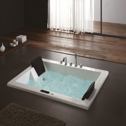 Roma Luxury Whirlpool Tub